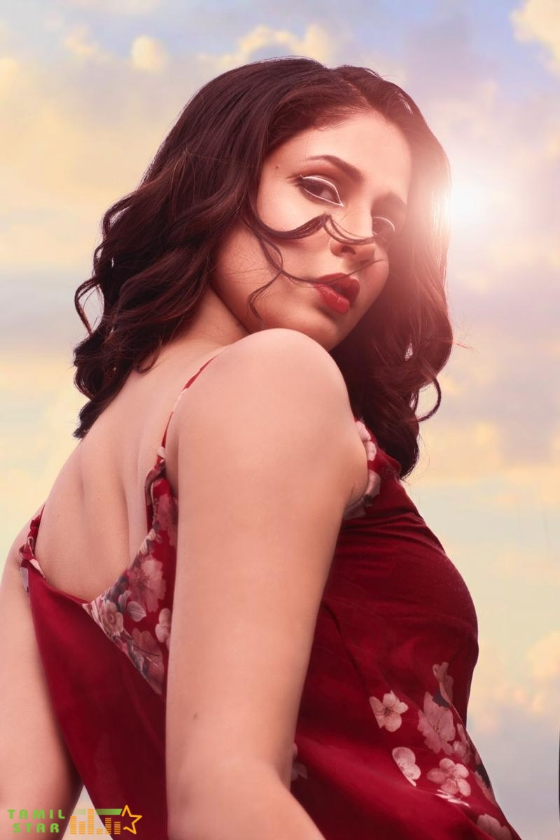 Actress Lavanya Tripathi Latest Photos (3)