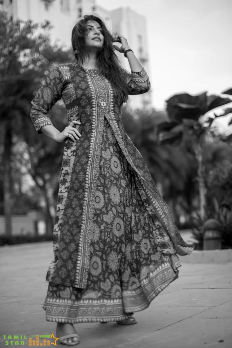 Actress Manjima Mohan New Photos (1)