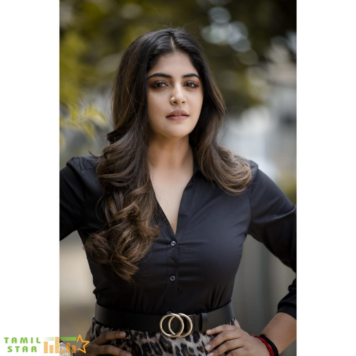 Actress Manjima Mohan New Photos (4)