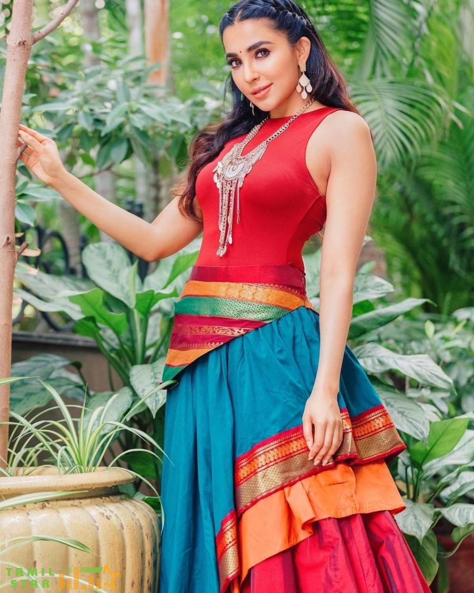 Actress Parvati Nair New Stills (3)