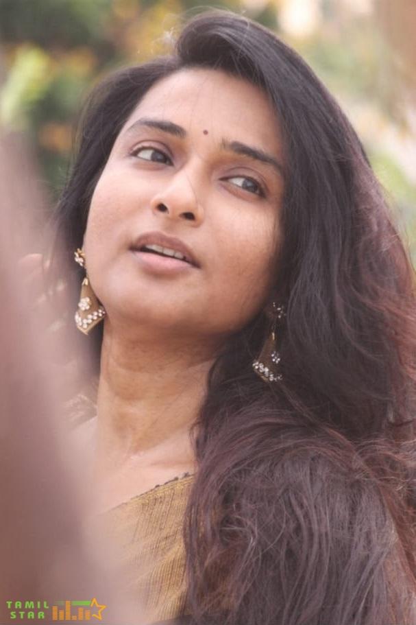 Actress Ramya Ramakrishna Stills (2)