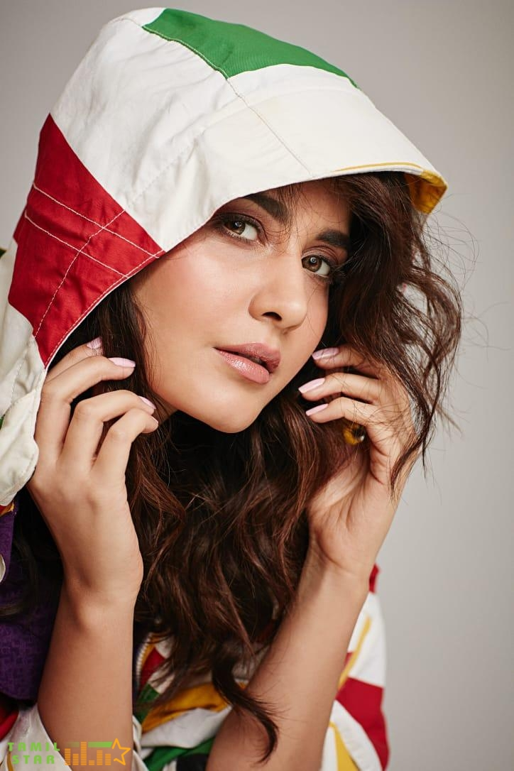 Actress Rashi Khanna Latest Pictures (1)