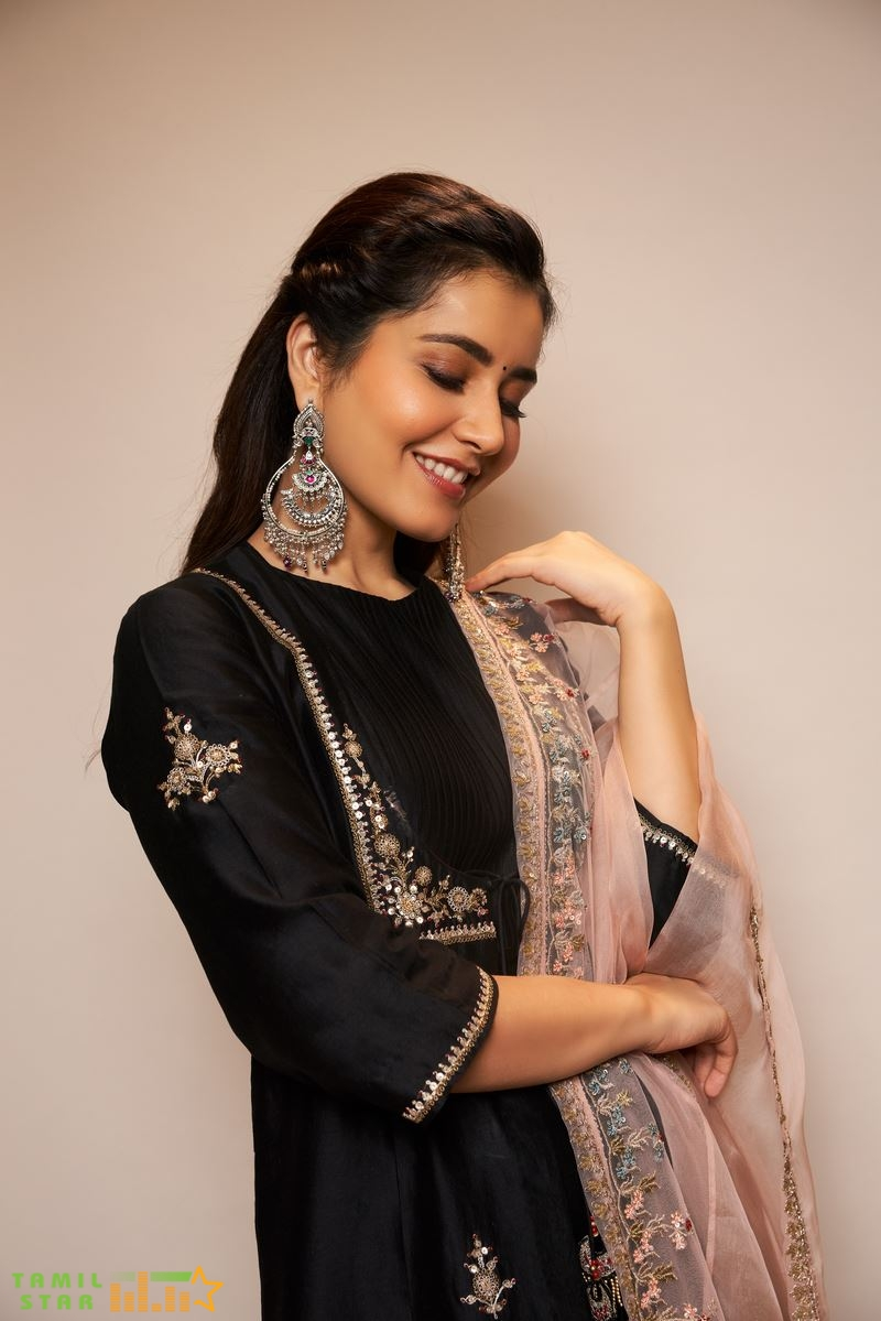 Actress Rashi Khanna Photos (7)