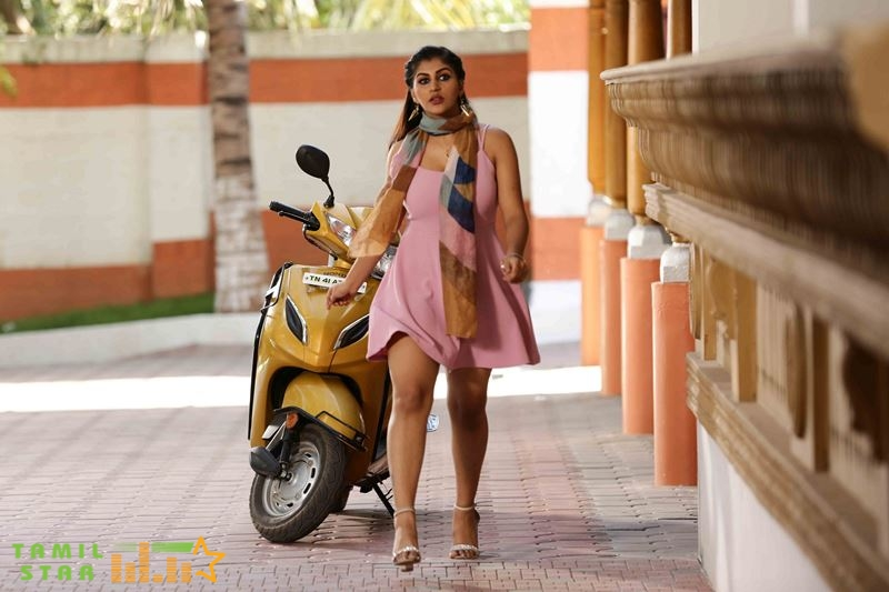 Actress Yashika Anand Photos (4)