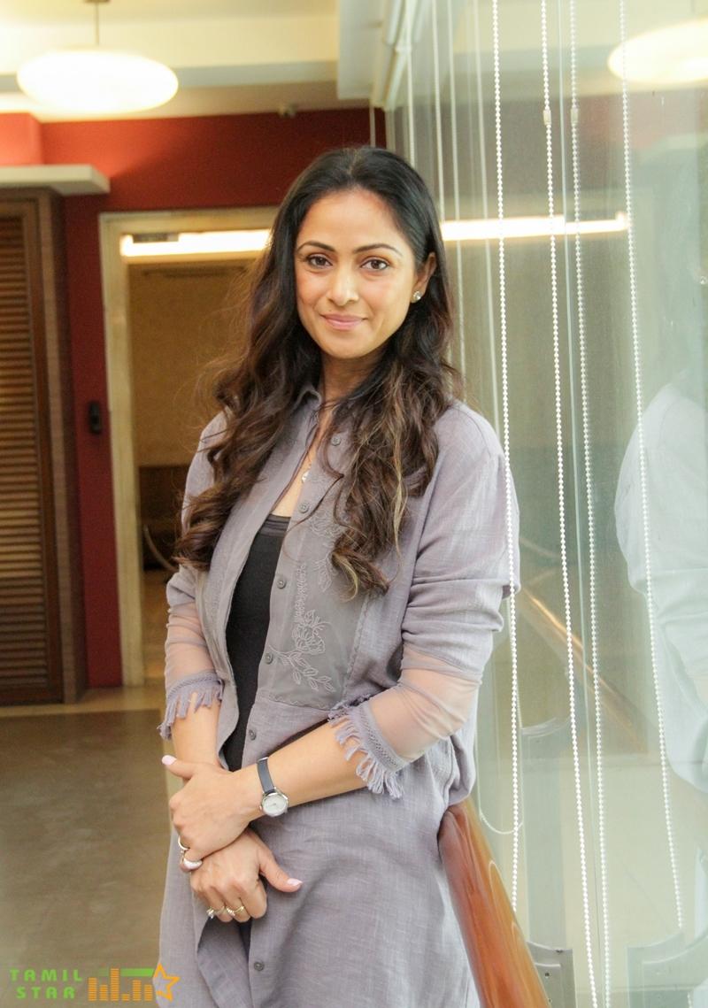 Andhaghan Pooja Stills (15)