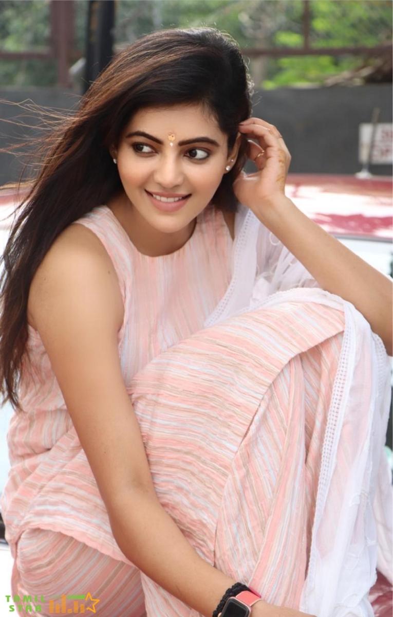Casual Clicks of Actress Athulya Ravi (2)
