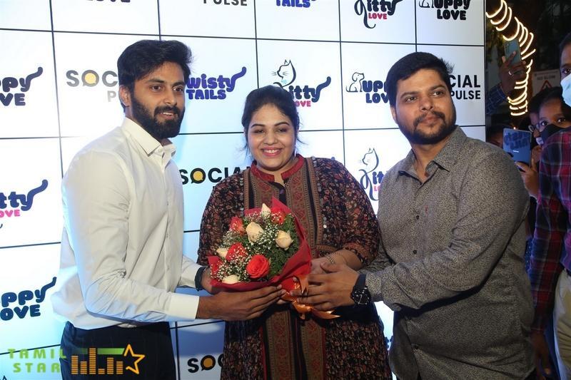 Cook with Comali Fame Ashwin and KPY Bala at Twisty Tails inauguration  (7)