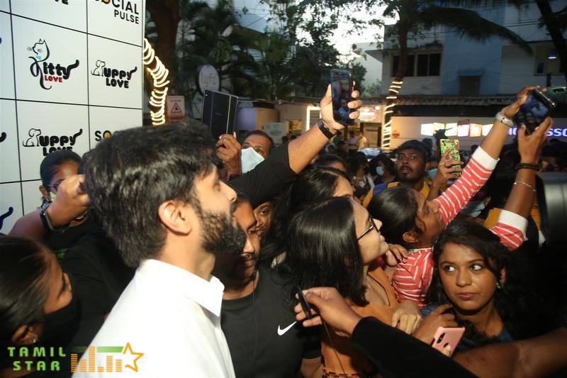 Cook with Comali Fame Ashwin and KPY Bala at Twisty Tails inauguration  (8)