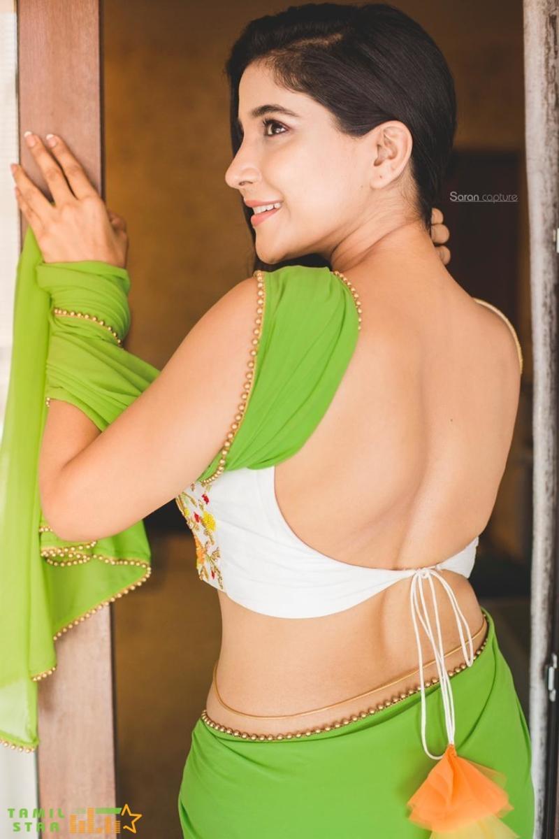 Elegant and Exquisite Sakshi Agarwal (2)