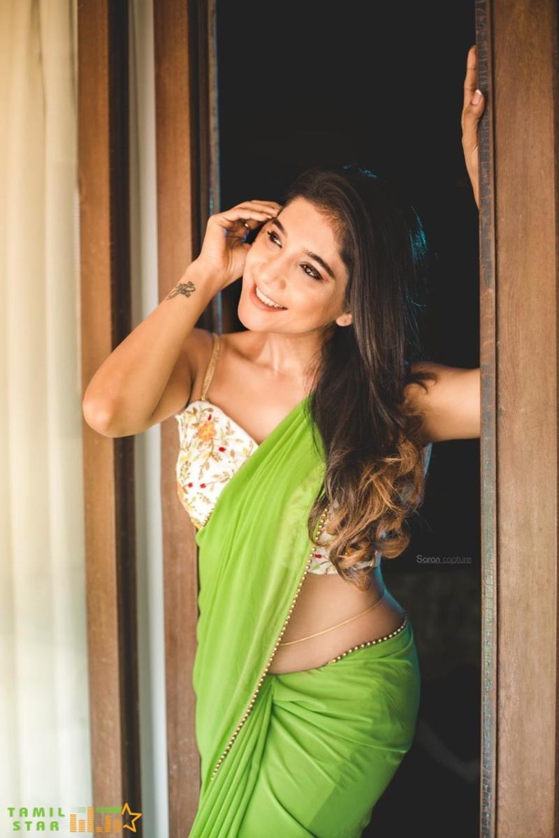 Elegant and Exquisite Sakshi Agarwal (4)