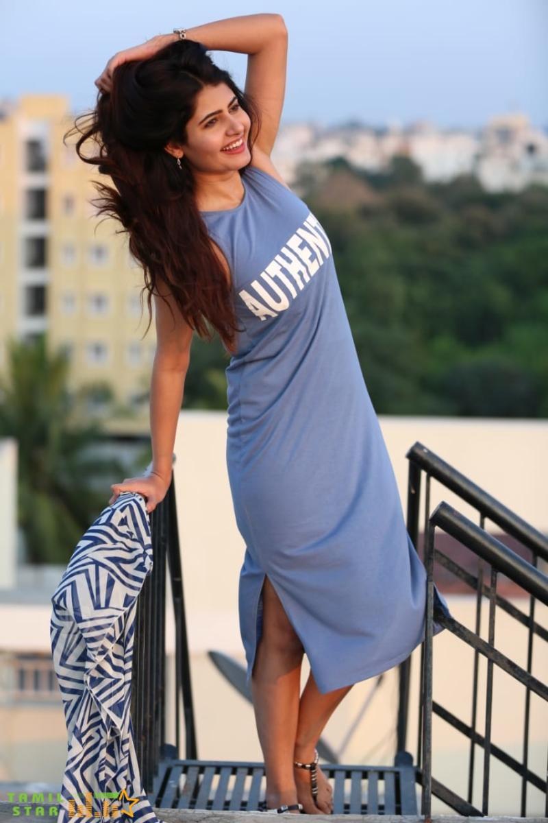Gorgeous Actress Ashima Narwal Photo Gallery (3)