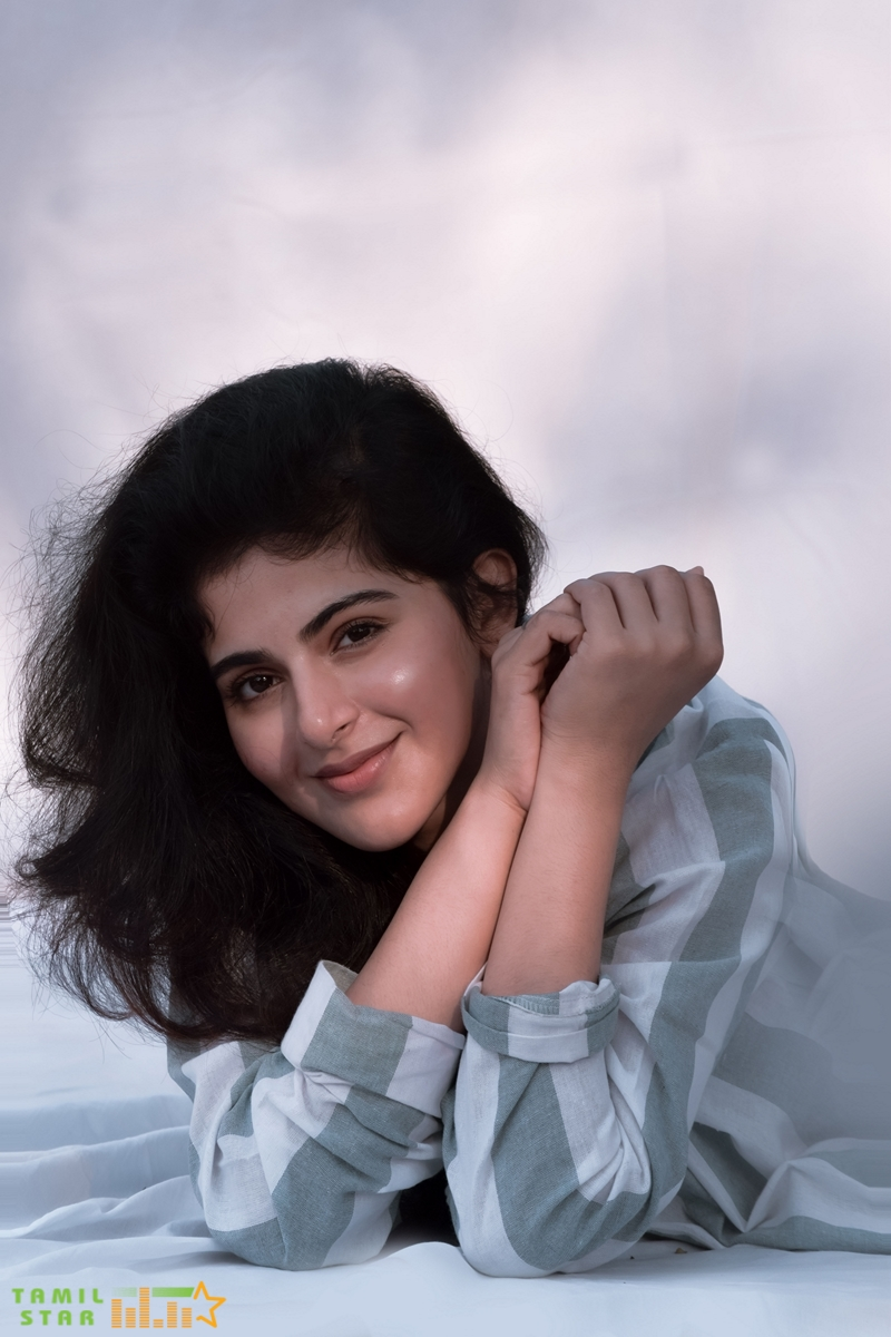 Iswarya Menon Photos (2)