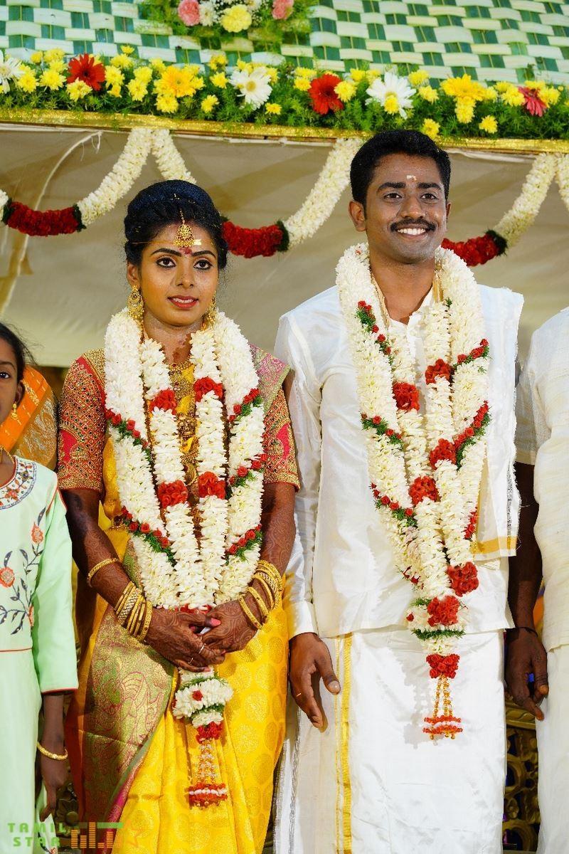 Meendum Oru Mariyathai Actress Nakshatra Wedding Photos (11)