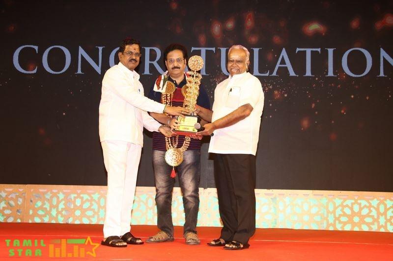 V4 MGR Sivaji Academy Awards 2020 Photos (32)